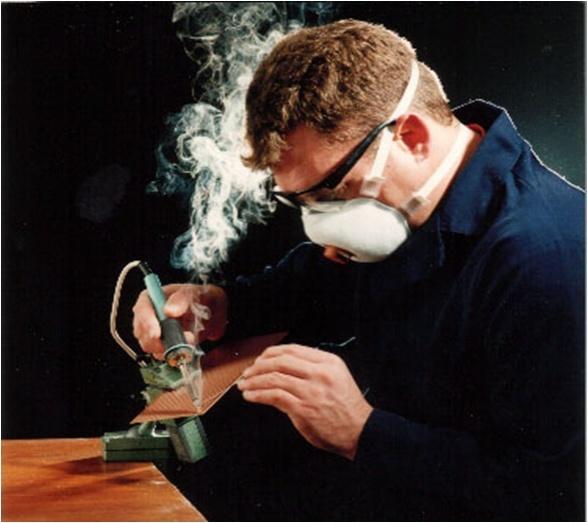 Clase práctica de soldadura de estaño, pasta para soldar o paste flux, trucos para fijar estaño en conectores Humo_d10
