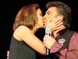 Lucero y Mijares acallaran rumores de separacion con beso Lucero10