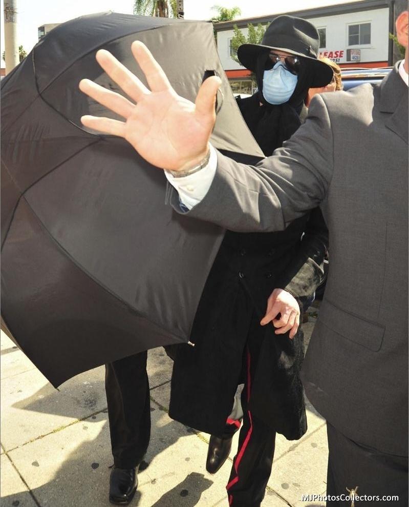 Foto di Michael Jackson con la mascherina - Pagina 6 0511