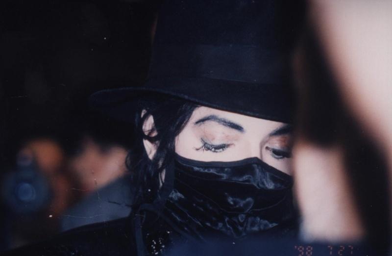 Foto di Michael Jackson con la mascherina - Pagina 6 48c89510