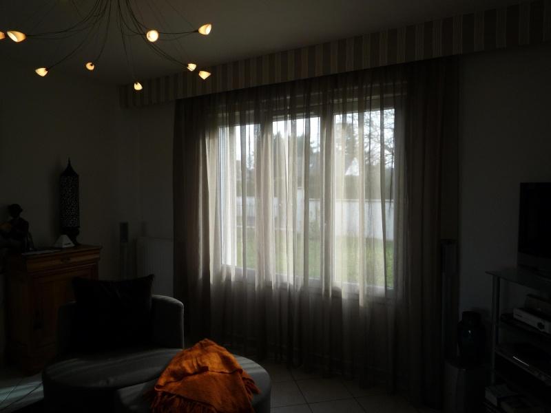 Placer des rideaux au-dessus de large fenêtre P1020214