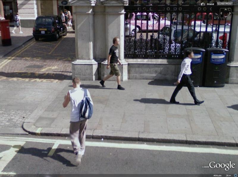 STREET VIEW : les gens en chaussettes noires ! - Page 3 Chauss12