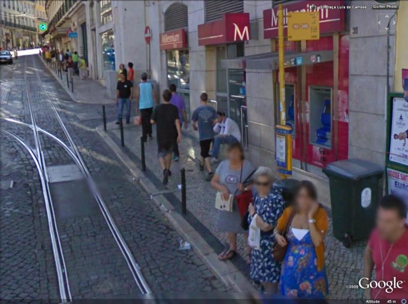 STREET VIEW : les gens en chaussettes noires ! - Page 2 Un_dou10
