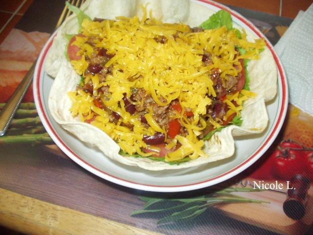 Salade taco et chili dans bols de tortilla Chili_10