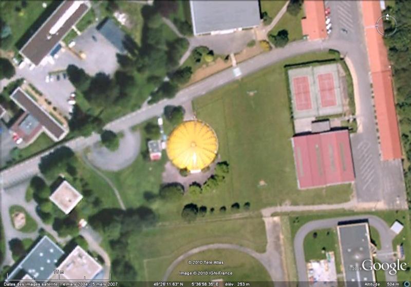 Du Bâtiment Jaune Flashy... Google17