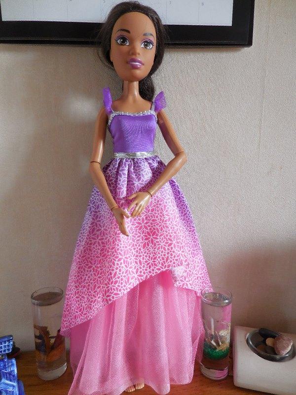 Vous connaissez cette poupée ? Dscn2911