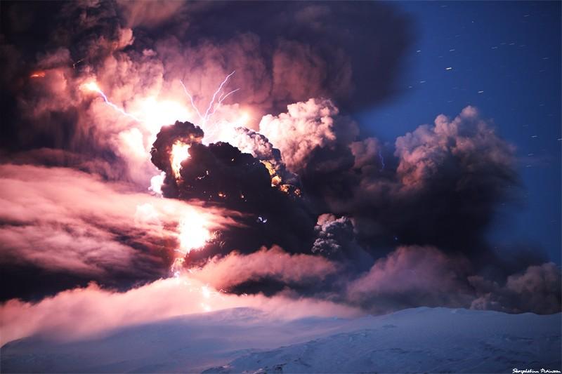 Attività elettrica durante eruzione in Islanda- 16 Aprile 2010 45277910