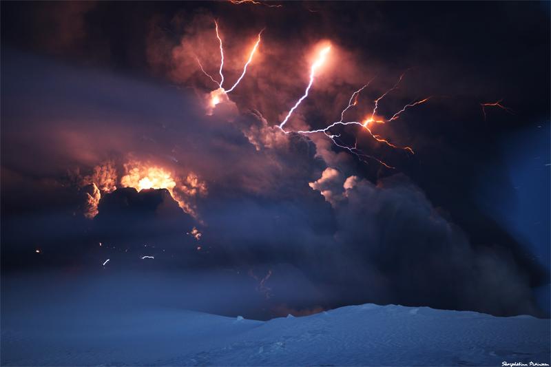 Attività elettrica durante eruzione in Islanda- 16 Aprile 2010 45280610