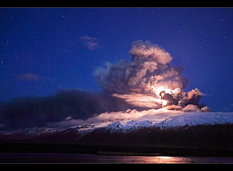 Attività elettrica durante eruzione in Islanda- 16 Aprile 2010 45280911