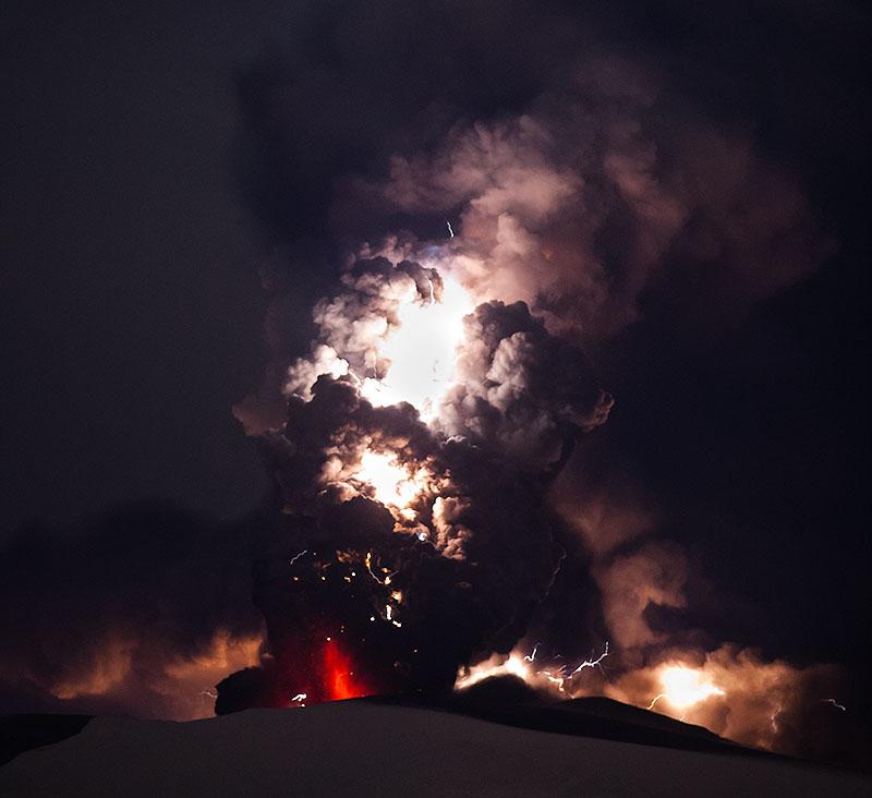 Attività elettrica durante eruzione in Islanda- 16 Aprile 2010 45313510