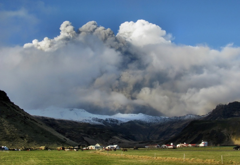 Foto eruzione Fimmvörðuhálsi - Islanda 45320410
