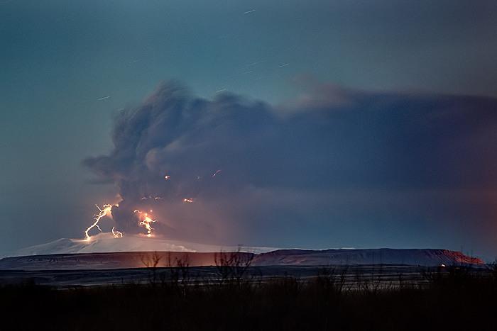 Attività elettrica durante eruzione in Islanda- 16 Aprile 2010 45323910