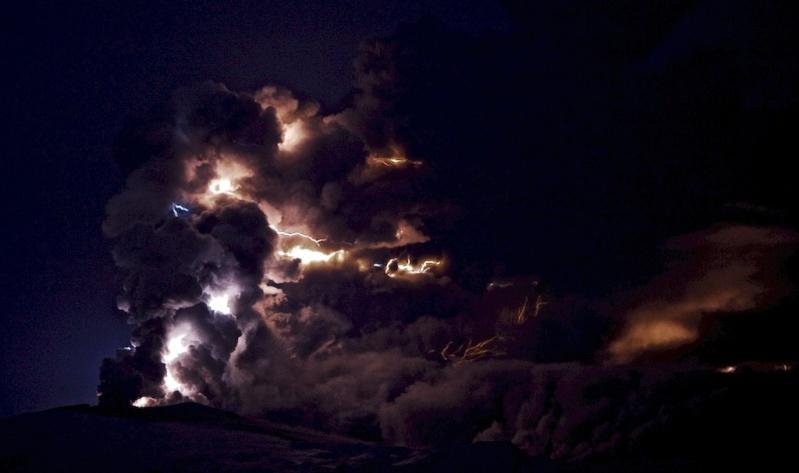 Attività elettrica durante eruzione in Islanda- 16 Aprile 2010 45328810