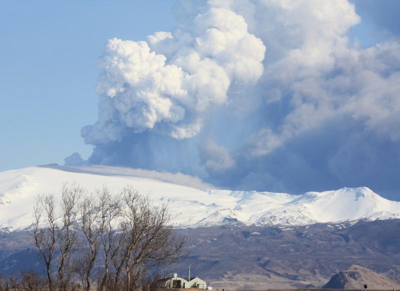 Foto eruzione Fimmvörðuhálsi - Islanda 45337010