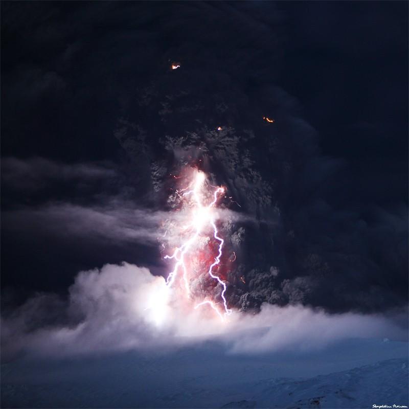 Attività elettrica durante eruzione in Islanda- 16 Aprile 2010 45345910