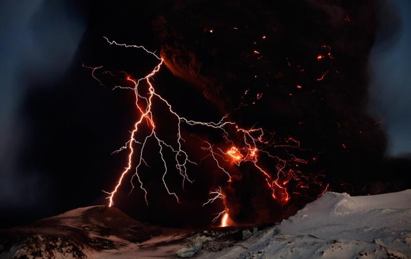 Attività elettrica durante eruzione in Islanda- 16 Aprile 2010 45353111