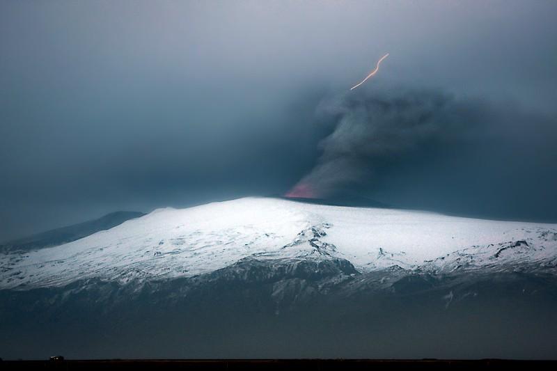 Attività elettrica durante eruzione in Islanda- 16 Aprile 2010 45380610