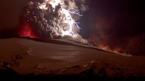Attività elettrica durante eruzione in Islanda- 16 Aprile 2010 45470810