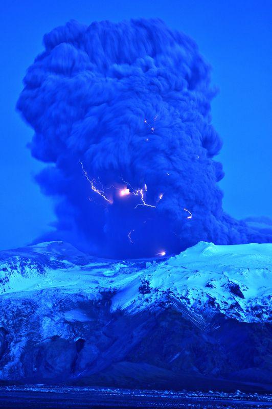 Attività elettrica durante eruzione in Islanda- 16 Aprile 2010 60f82410