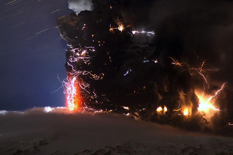 Attività elettrica durante eruzione in Islanda- 16 Aprile 2010 Ejafja11