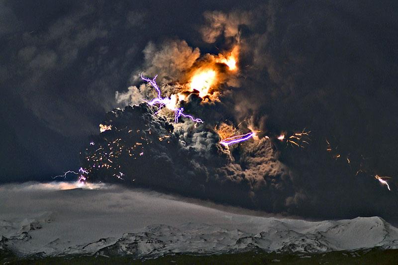 Attività elettrica durante eruzione in Islanda- 16 Aprile 2010 Ejafja12