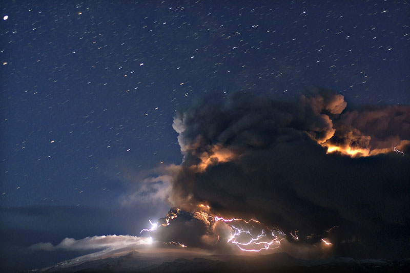 Attività elettrica durante eruzione in Islanda- 16 Aprile 2010 Ejafja13