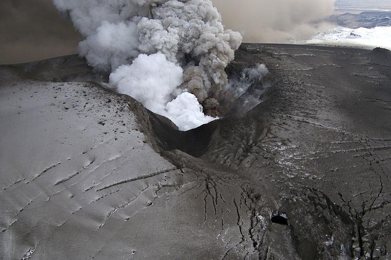 Foto eruzione Fimmvörðuhálsi - Islanda - Pagina 3 Ejafja16