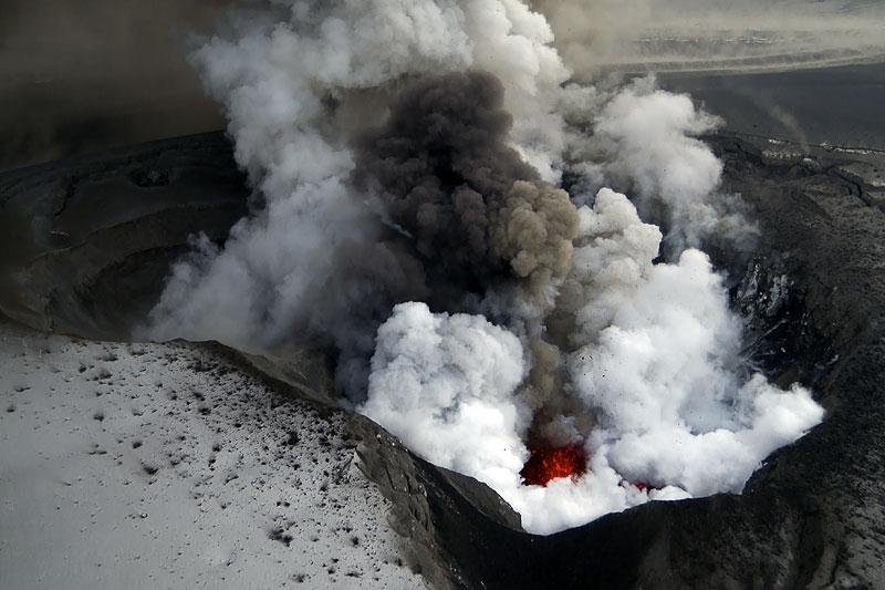 Foto eruzione Fimmvörðuhálsi - Islanda - Pagina 3 Ejafja17