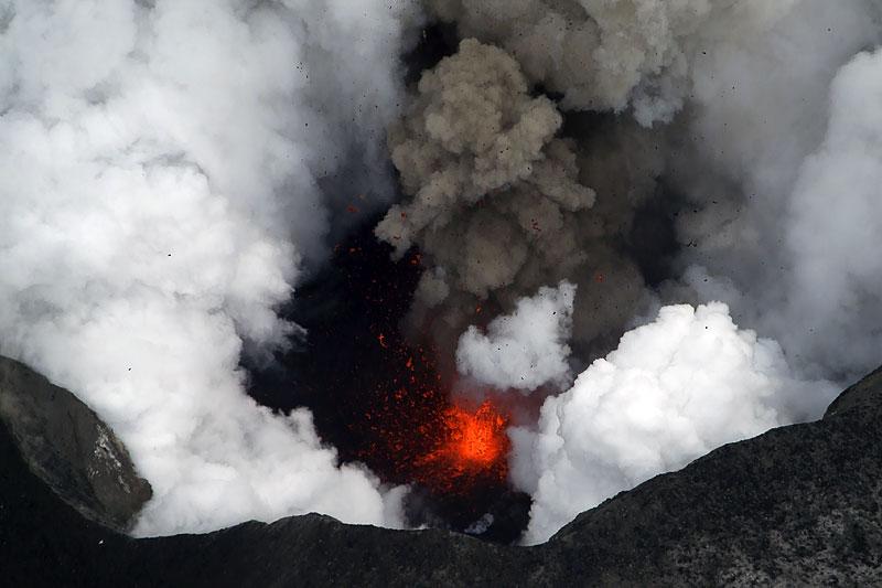 Foto eruzione Fimmvörðuhálsi - Islanda - Pagina 3 Ejafja18