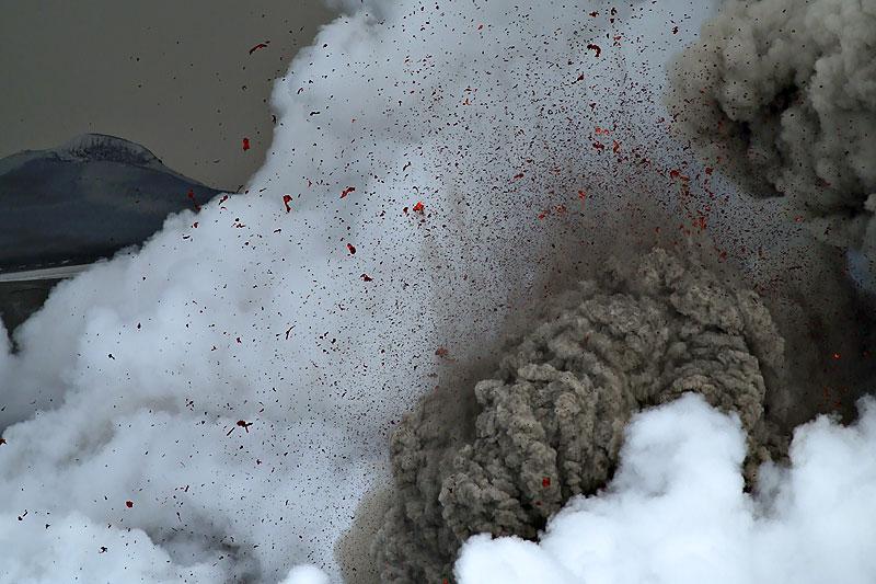 Foto eruzione Fimmvörðuhálsi - Islanda - Pagina 3 Ejafja19
