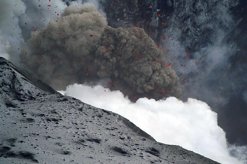 Foto eruzione Fimmvörðuhálsi - Islanda - Pagina 3 Ejafja20