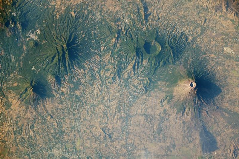 Vulcani vicino Usulután, El Salvador Iss02310