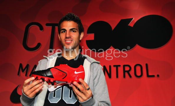 Captain Arsenal's Cesc Fabregas exhibitors in the fashion and model 91309511