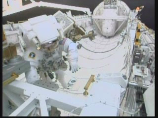 [STS-131] Discovery : EVA 3 Anderson & Mastracchio Vlcsn102