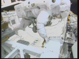 [STS-131] Discovery : EVA 3 Anderson & Mastracchio Vlcsn103
