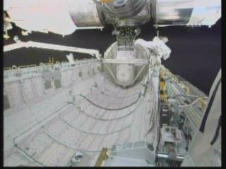 [STS-131] Discovery : EVA 3 Anderson & Mastracchio Vlcsn104