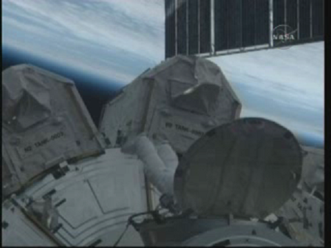 [STS-131] Discovery : EVA 3 Anderson & Mastracchio - Page 2 Vlcsn111