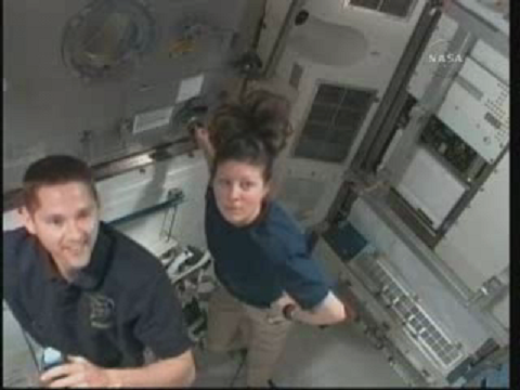 [STS-131] Discovery : EVA 3 Anderson & Mastracchio - Page 2 Vlcsn115
