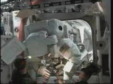 [STS-131] Discovery : EVA 3 Anderson & Mastracchio - Page 2 Vlcsn120