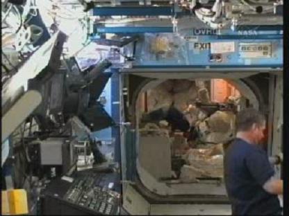 [STS-131 / ISS19A] Discovery : déroulement de la mission - Page 13 Vlcsn134