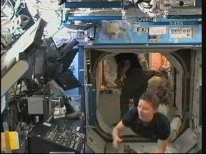 [STS-131 / ISS19A] Discovery : déroulement de la mission - Page 13 Vlcsn141