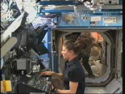 [STS-131 / ISS19A] Discovery : déroulement de la mission - Page 13 Vlcsn142