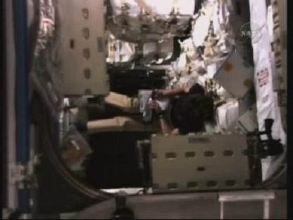 [STS-131 / ISS19A] Discovery : déroulement de la mission - Page 14 Vlcsn143
