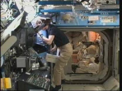 [STS-131 / ISS19A] Discovery : déroulement de la mission - Page 14 Vlcsn145
