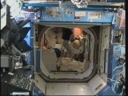 [STS-131 / ISS19A] Discovery : déroulement de la mission - Page 14 Vlcsn150