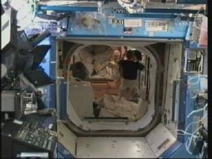 [STS-131 / ISS19A] Discovery : déroulement de la mission - Page 14 Vlcsn153
