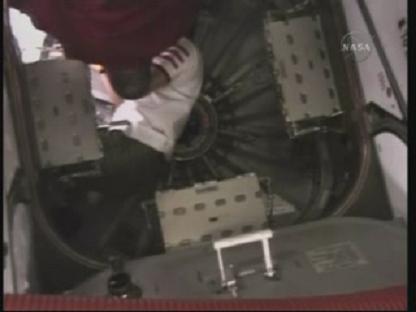 [STS-131 / ISS19A] Discovery : déroulement de la mission - Page 14 Vlcsn156