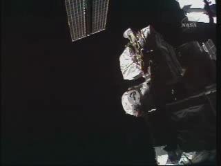 [STS-131 / ISS19A] Discovery : déroulement de la mission - Page 24 Vlcsn275