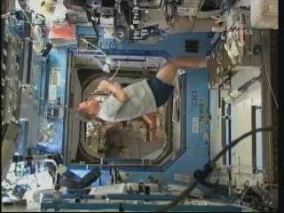 [STS-131 / ISS19A] Discovery : déroulement de la mission - Page 24 Vlcsn276
