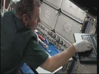 La science à bord de l'ISS - Page 6 Vlcsn328